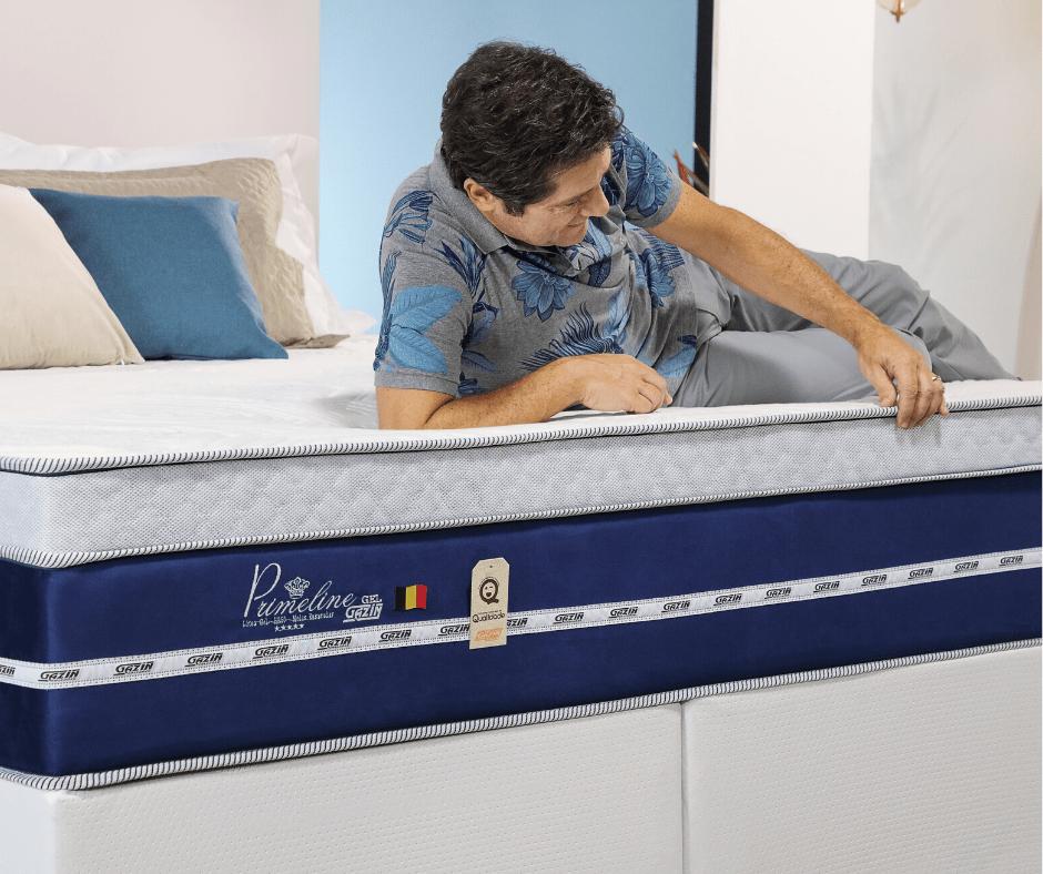Imagem com o cantor Daniel deitado na cama box da marca Gazin, adimirando suas qualidades e conforto do produto.