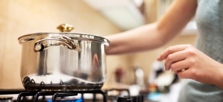 Qual fogão é o ideal para sua cozinha? Conheça diferentes modelos e vantagens!
